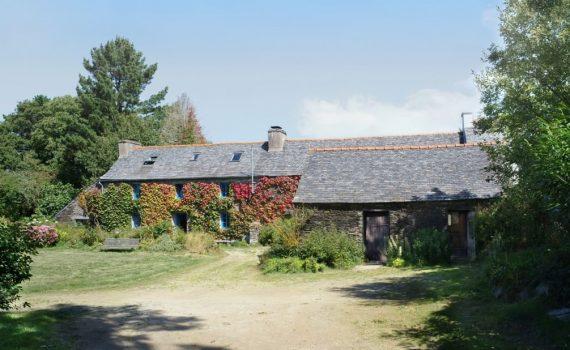 mały domw kształcie stodoły_10