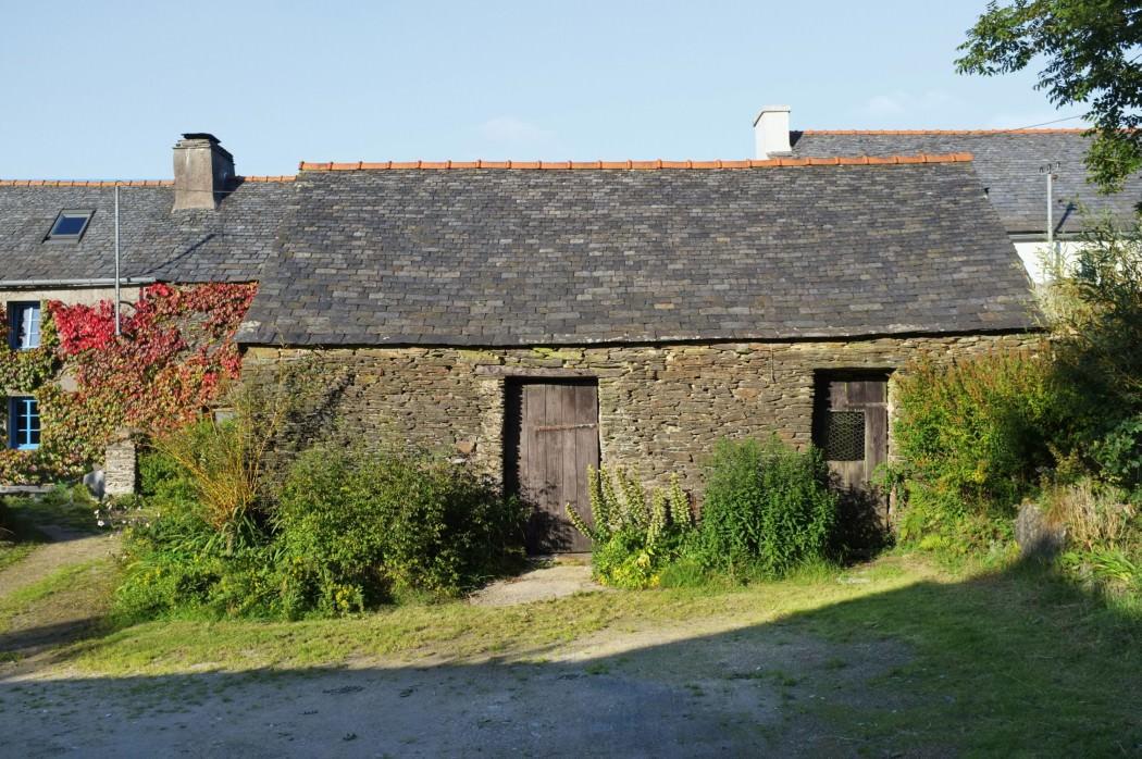 mały domw kształcie stodoły_9