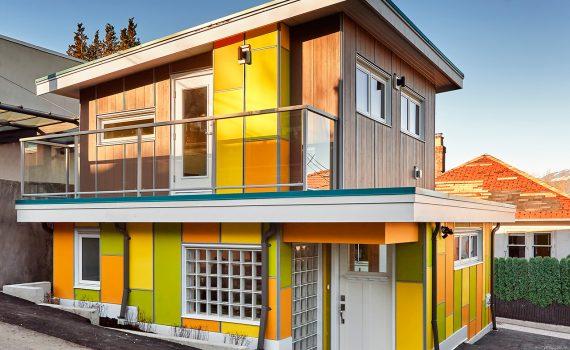 dom z kolorową elewacją_9