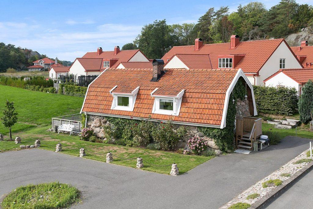 dom z dachem mansardowym_1