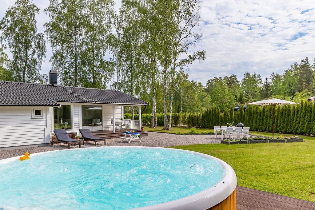 mały dom z basenem_1
