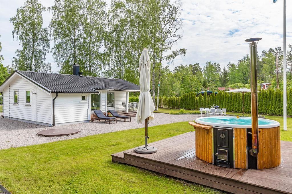 mały dom z basenem_25